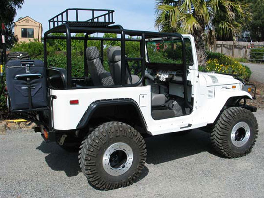 FJ40 Roll Cage and Rack