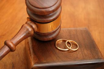 The Effect a New Partnership Has on Alimony Payments