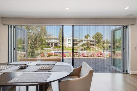 RETRACTABLE SCREENS FOR FOLDING DOORS