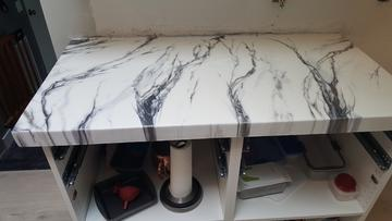 white marble epoxy countertop
