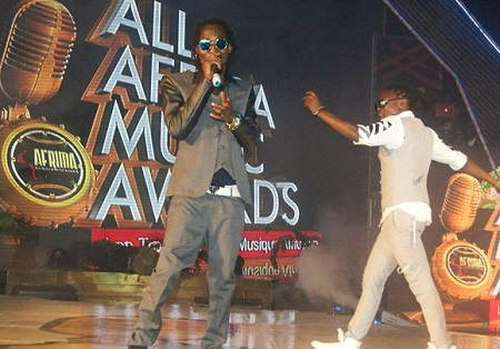 Moze Radio and Weasel performing in Lagos