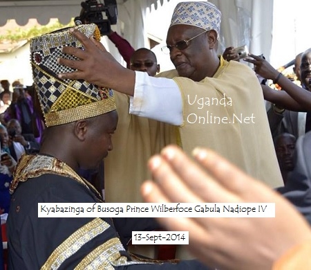 Gabula Nadiope being enthroned as Kyabazinga of Busoga by Bunyoro Omukama Iguru Gafabusa