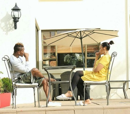Platnumz and Zari holding serious talks at their home