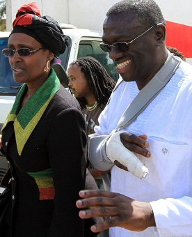 Dr. Besigye and wife at Jomo Kenyatta International Airport on 11.May.2011