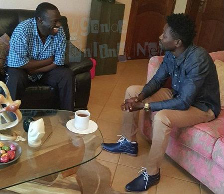 FDC's Kizza Besigye laughs at Bobi Wine's jokes