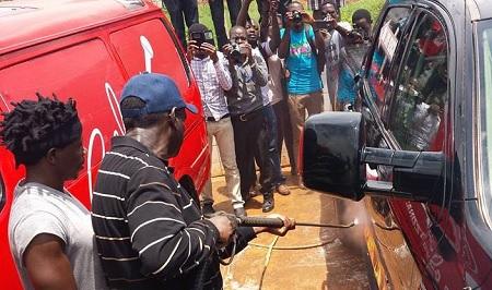 FDC's Kizza Besigye at the car wash