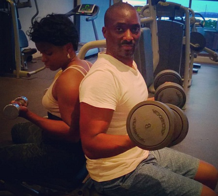 The lovely couple gyming together