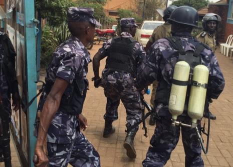 policemen raiding the FDC Headquarters in Najjanakumbi